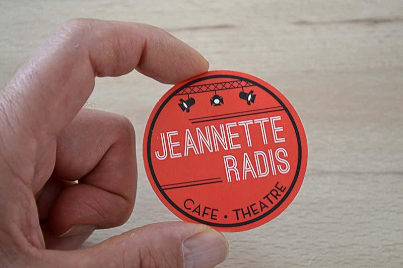 exemple d'impression de carte de visite ronde originale pour un atelier de théâtre